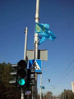 Kelias iš Saulėtekio link Gedimino pr. papuoštas šventinėmis vėliavomis.