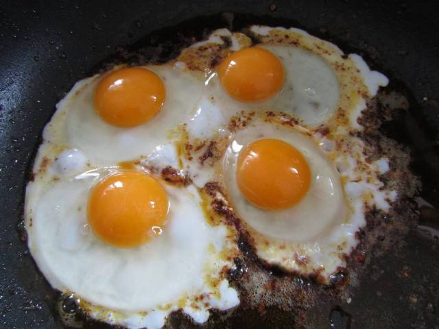 woodlands-retreat-dotty-fried-eggs-20