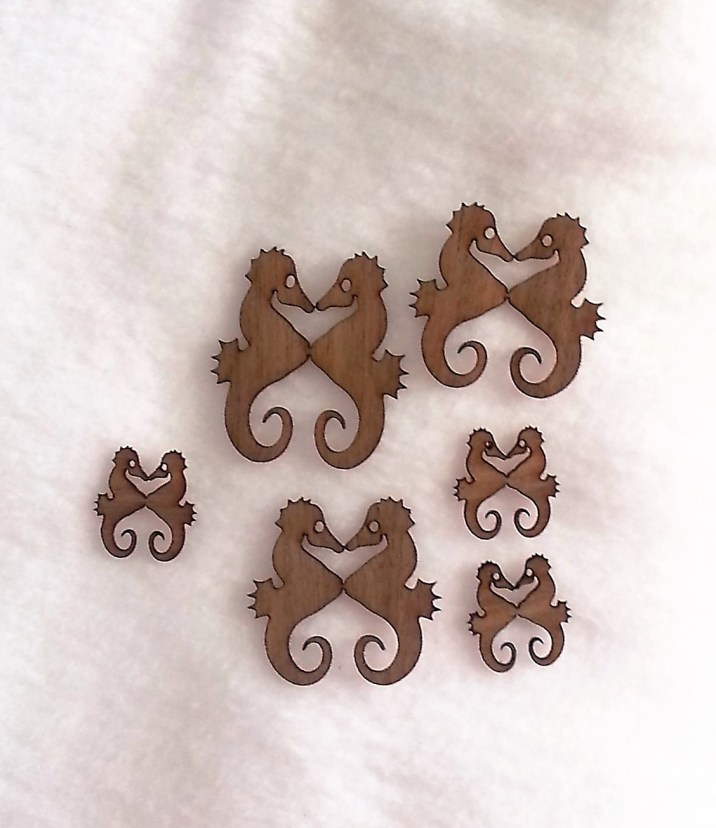 Wood N Mirror Gifts Sea Horses Cut outs
