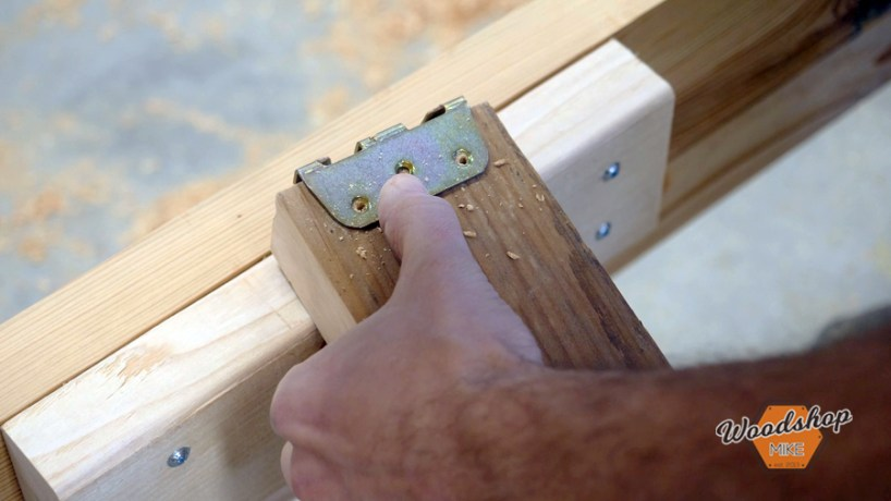 installing Rockler center bed rail support, make this easy to build rustic bed