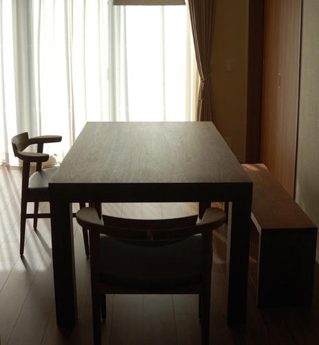 ATDZ TABLE , AWAZA CHAIR MM chaire / walnut アッツテーブルと亜和座チェア、アッツベンチを合わせたダイニングテーブルセット ご納品の様子