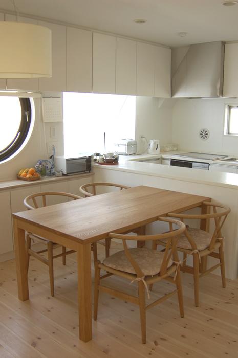 無垢オーダーテーブル、ナラ材スタンダードテーブル・タイプ2ご納品の様子