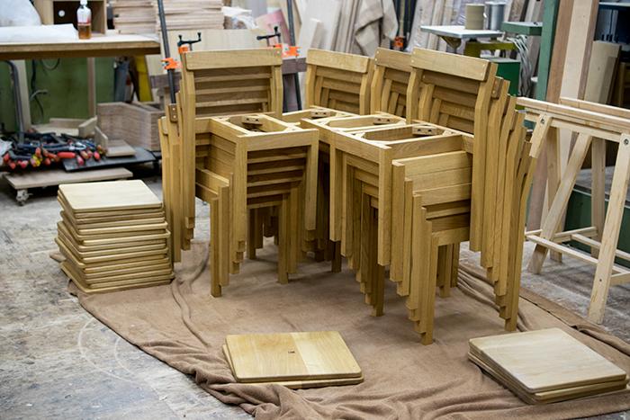 YKK株式会社さま「ものづくり館」のためのテーブルと椅子