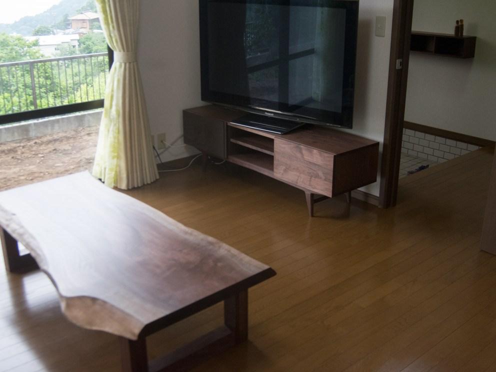 TONEテレビボードと無垢天板ローテーブル