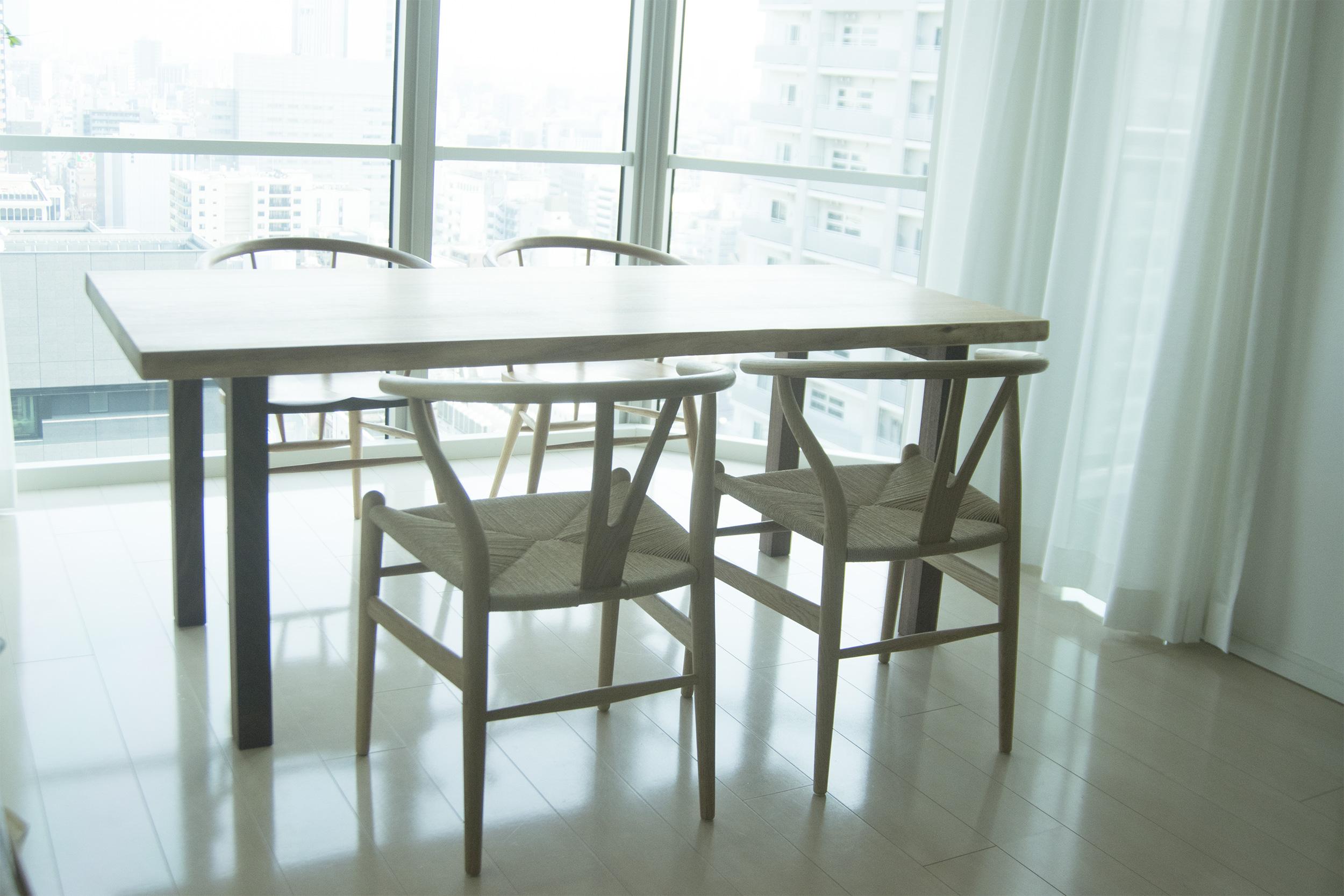 クルミ無垢天板テーブルとmimiスツール