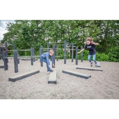 Stort kombinerat parkour- och fitnessystem i robinia från Woodwork AB