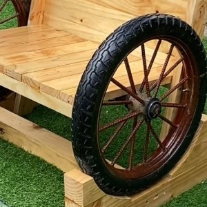 Breathtaking Backyard Ideas// Take Advantage Of Old Wheels And Wood To Create Surprises