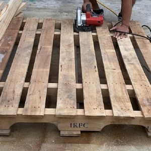 Creative Ways to Recycle and Reuse Wood Pallets // How To Build The Most Amazing Pallet Chair