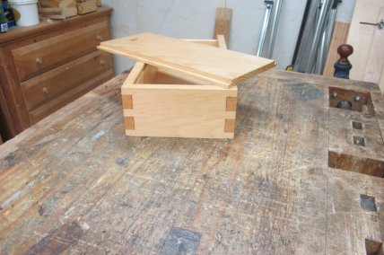 Dovetail box by rjb37@cox.net
