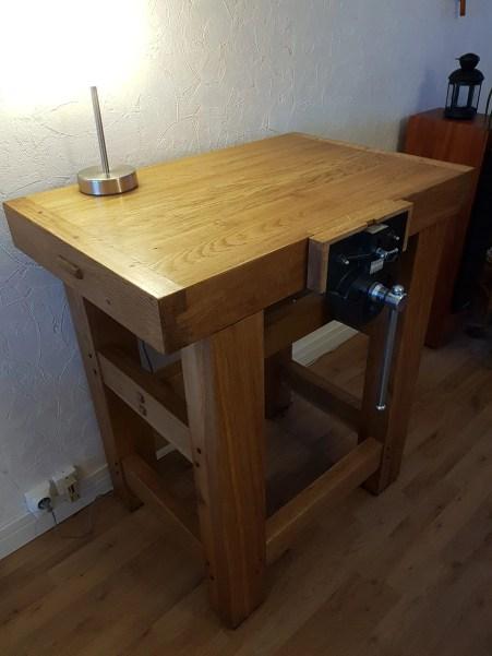 Small workbench in oak with walnut dowels.