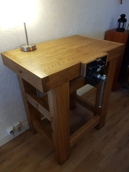 Small workbench in oak with walnut dowels.