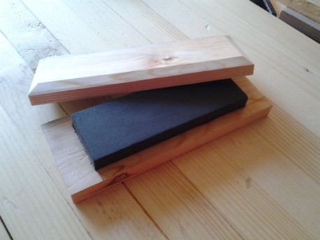 Needed a simple case for the lapping stone, so used some reclaimed pine from the scraps pile.