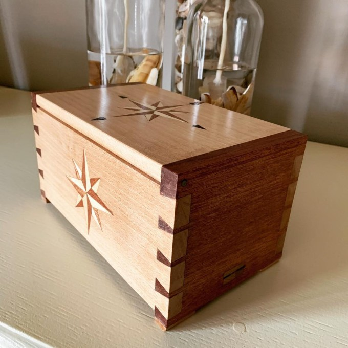 Giftbox with inlay