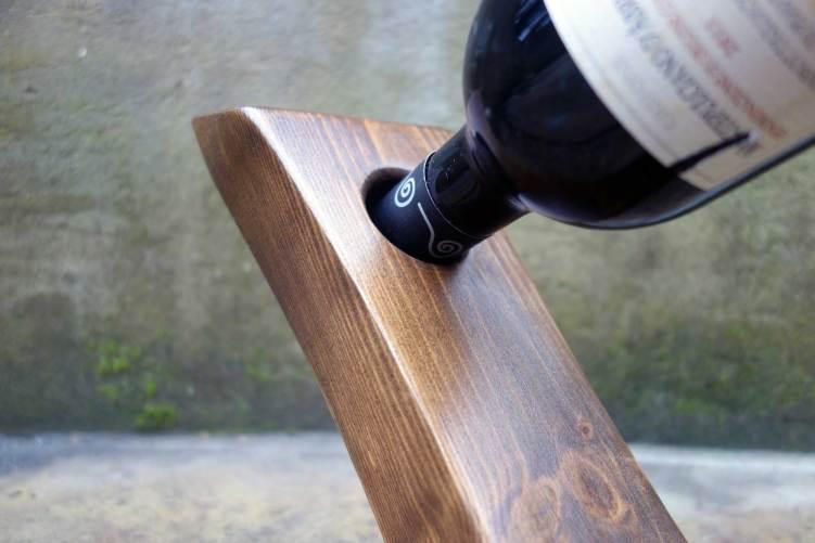 Floating wine bottle holder - Close up