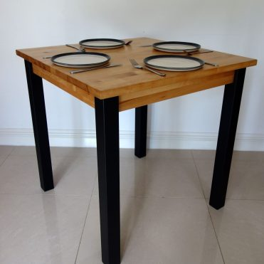 Square table - With plates