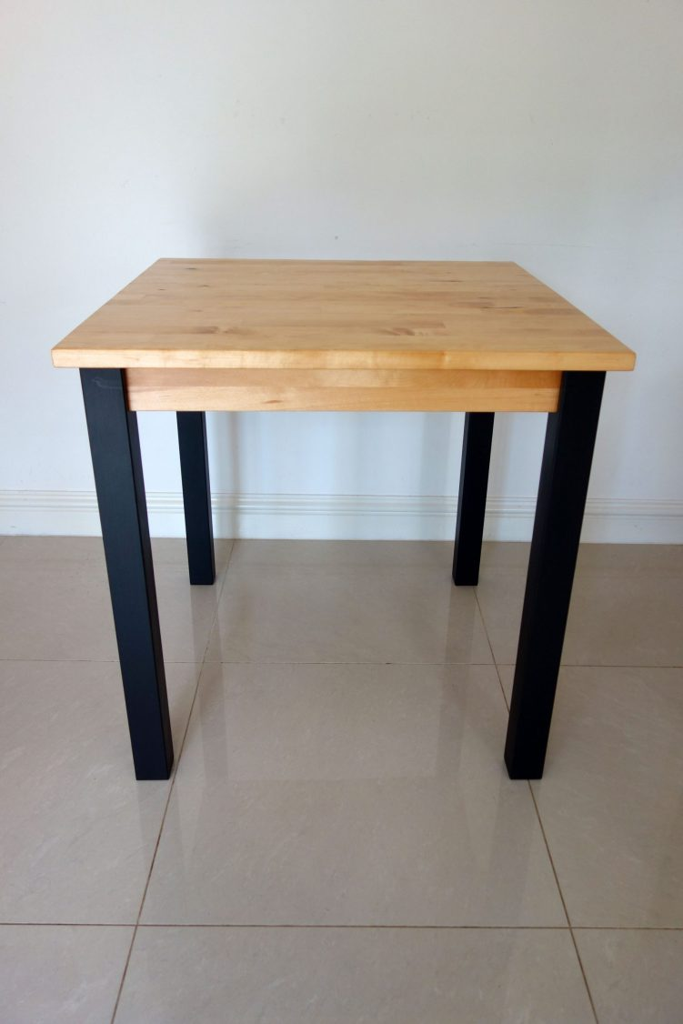 Square table - Front