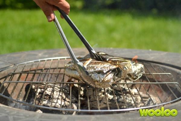 Poitrines de poulet farcies sur feu de camp