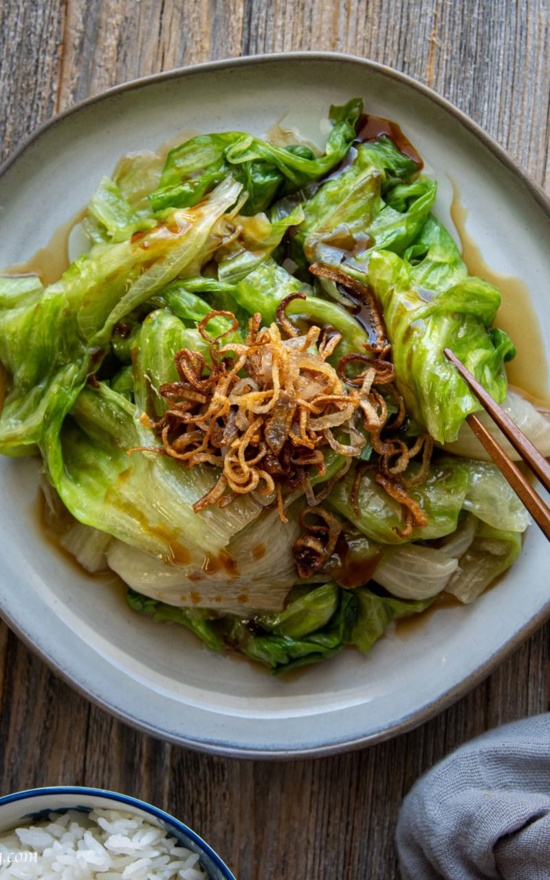 How to Make an Easy and Warm Iceberg Lettuce dish