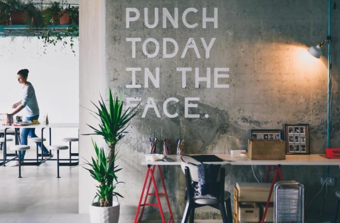 tekst op de muur