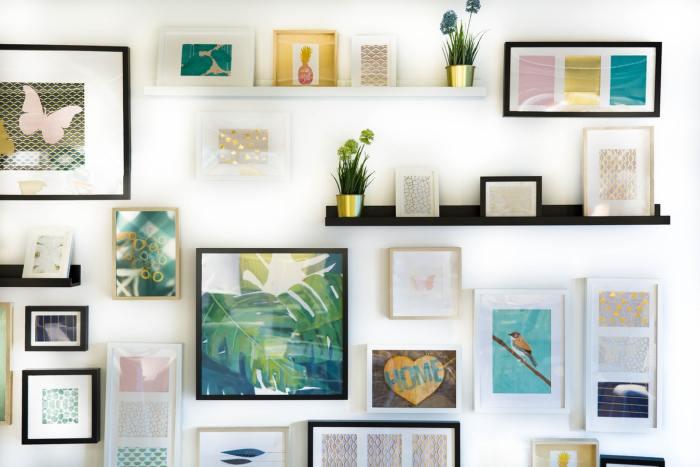 muur vol fotolijsten