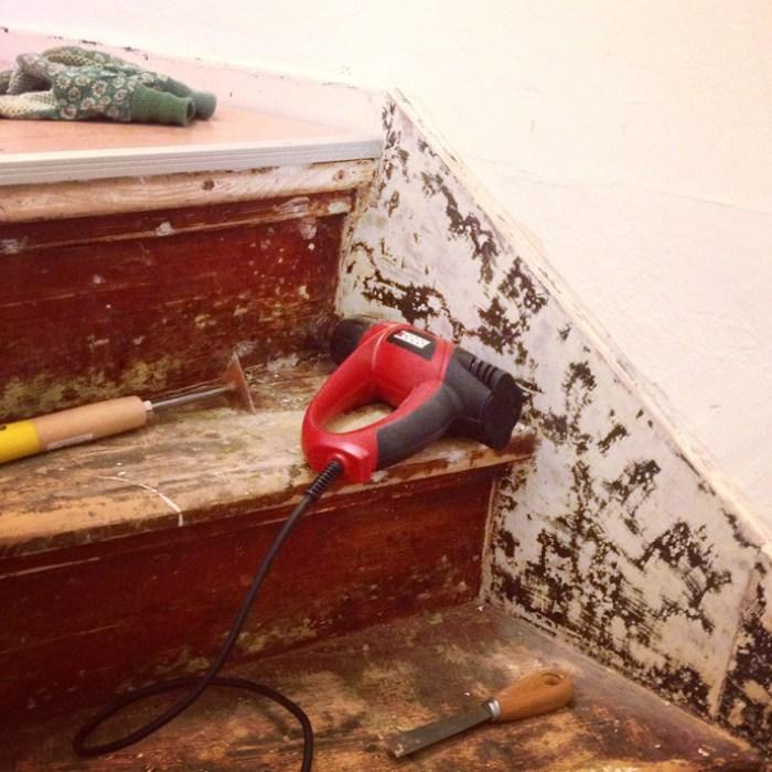 verwijderen van vloerbedekking van de trap