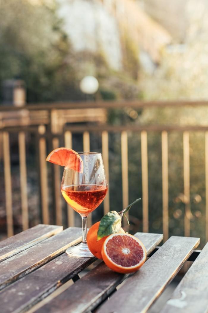 aperol spritz in de tuin