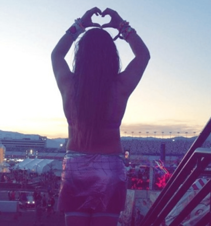 hands above head at EDC