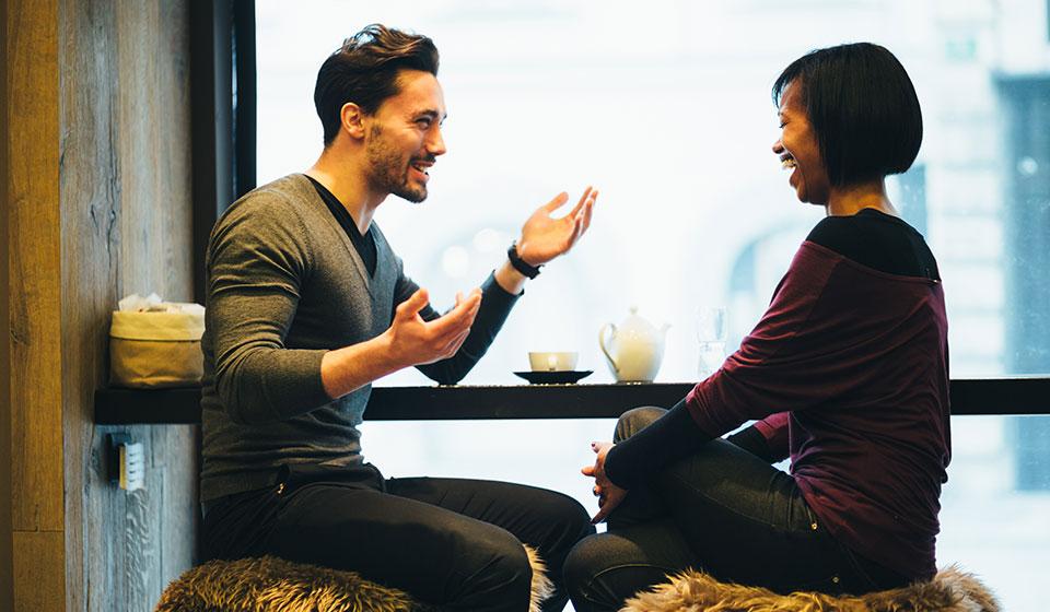 relajados-hablando-otro-idioma