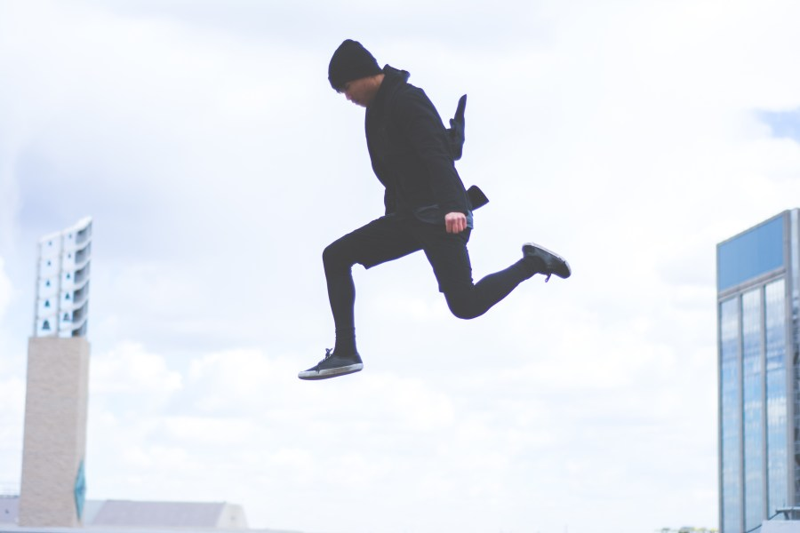 Man jumping between buildings