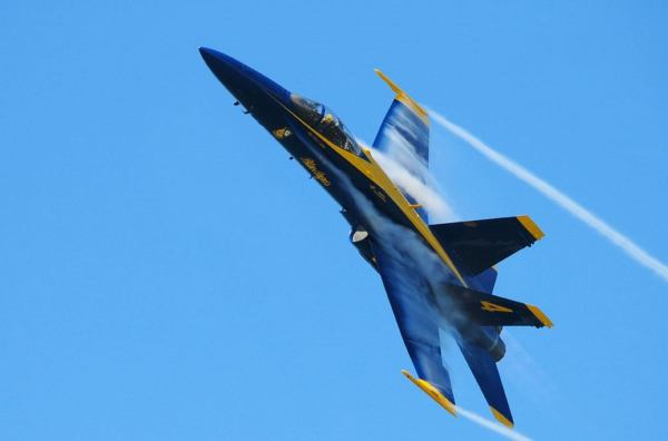 wordlessTech | Blue Angel close to water's surface at 500mph
