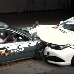 Car crash test on 20 year different models - video