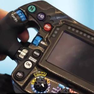 How does a Formula 1 steering wheel work?