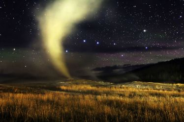 big_dipper_ursa_major_over_old_faithful_geyser_yellowstone_national_park_wyoming_astrophotography