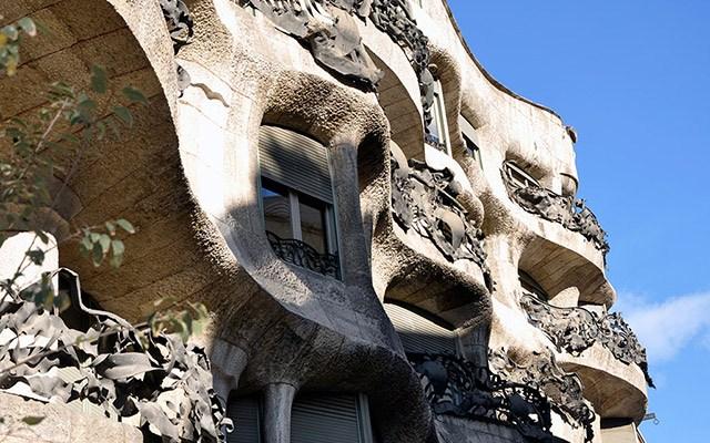 gaudi apartment bulidng balconies