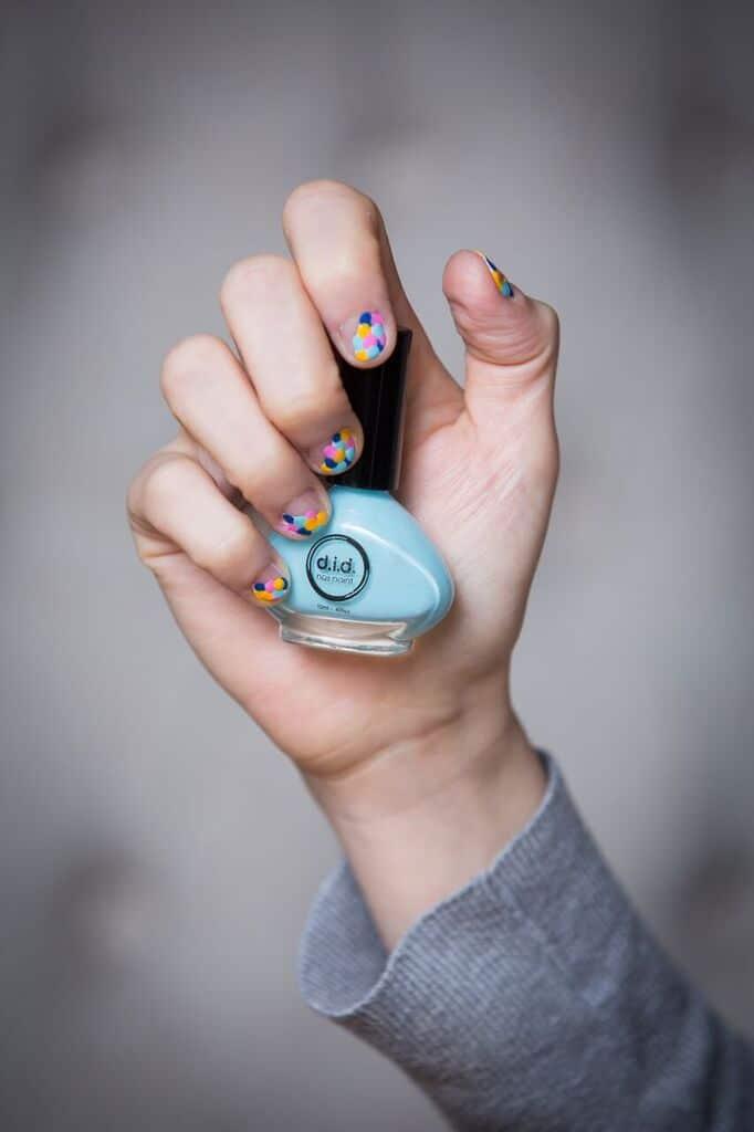 fingernails diy dots