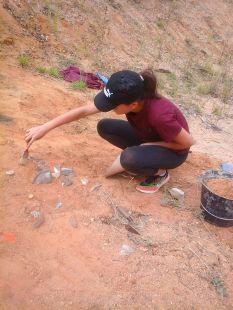 Fouille sur un site archéologique reconstitué