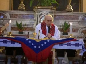 Don Gallo accomplissant le Novus Ordo Missae pour la mort du dictateur communiste Hugo Chavez