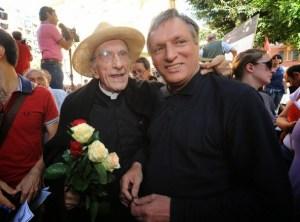 Don Gallo & Don Ciotti à Gênes lors d'une manifestation