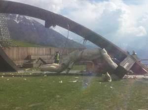 La statue du Christ de 30m de haut s'est effondrée à Brescia, en Italie, le 24 avril 2014