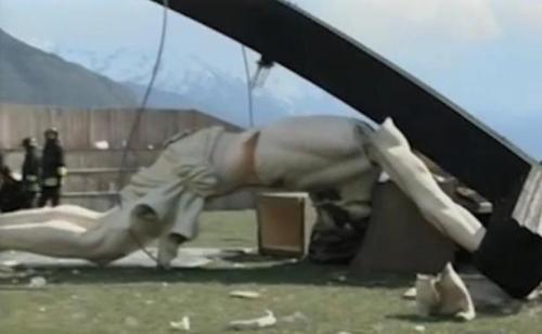 Une statue du Christ de 30m de haut s'est effondrée à Brescia, en Italie, le 24 avril 2014
