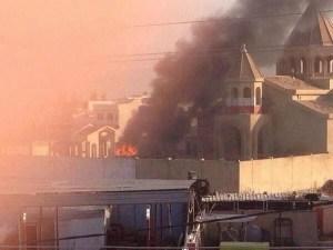 L'église en feu ce mardi à Mossoul