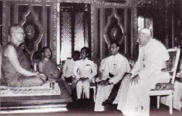 Jean-Paul II chez les bouddhistes