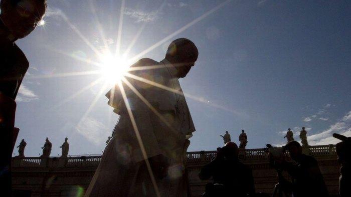 Le clown blanc François, sur la place Saint-Pierre à Rome.