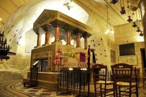 Tombeau de St Martin dans la crypte de la Basilique à Tours