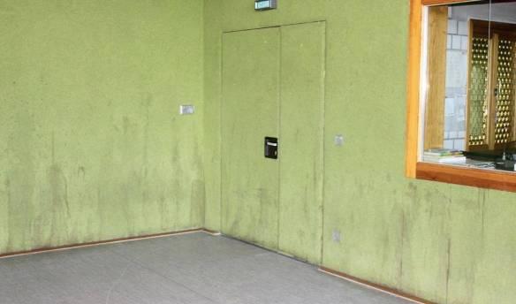 Die Wände machen deutlich, dass die Inneringer Halle dringend sanierungsbedürftig ist.