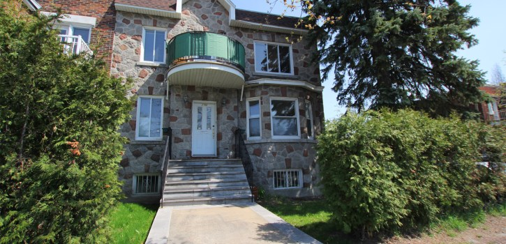 2700 Sherbrooke St E - Large, sunny, 3 bed corner apartment on 2 floors, with garage. Ideal location.