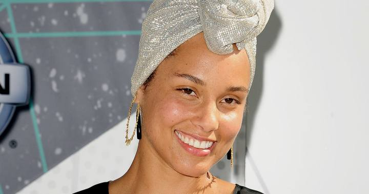 alicia-keys-closeup-zoom-4d1deb5c-309f-43c9-b141-f80012de7659