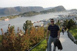 Hike up to view of Ålesund