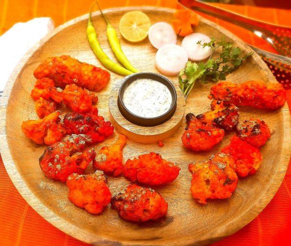 Serve Tandoori Gobi with mint-coriander-yogurt chutney along with sliced onion and lemon wedges. Relish tandoori Gobi as a starter or with bread, buns or rotis or naan
