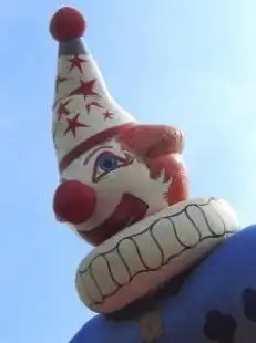 Clown_child_parade_266345_l